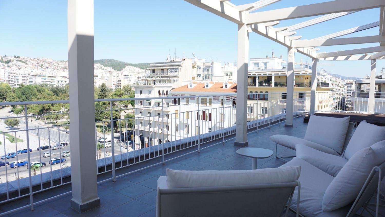 Μπαλκόνι με θέα στη πόλη