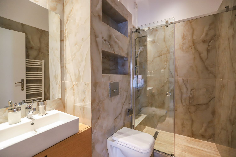 2ο Μπάνιο με ντους και WC
