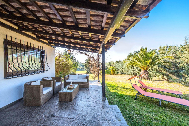 Βεράντα καθιστικό και θέα στον κήπο