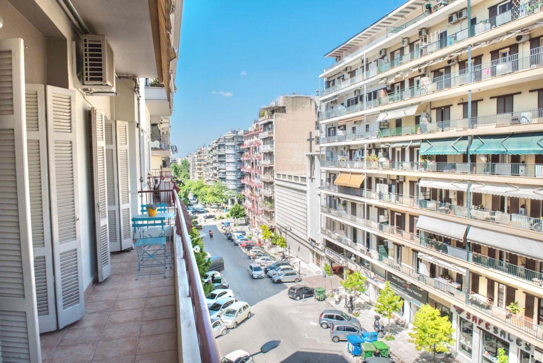 θέα στο μπαλκόνι