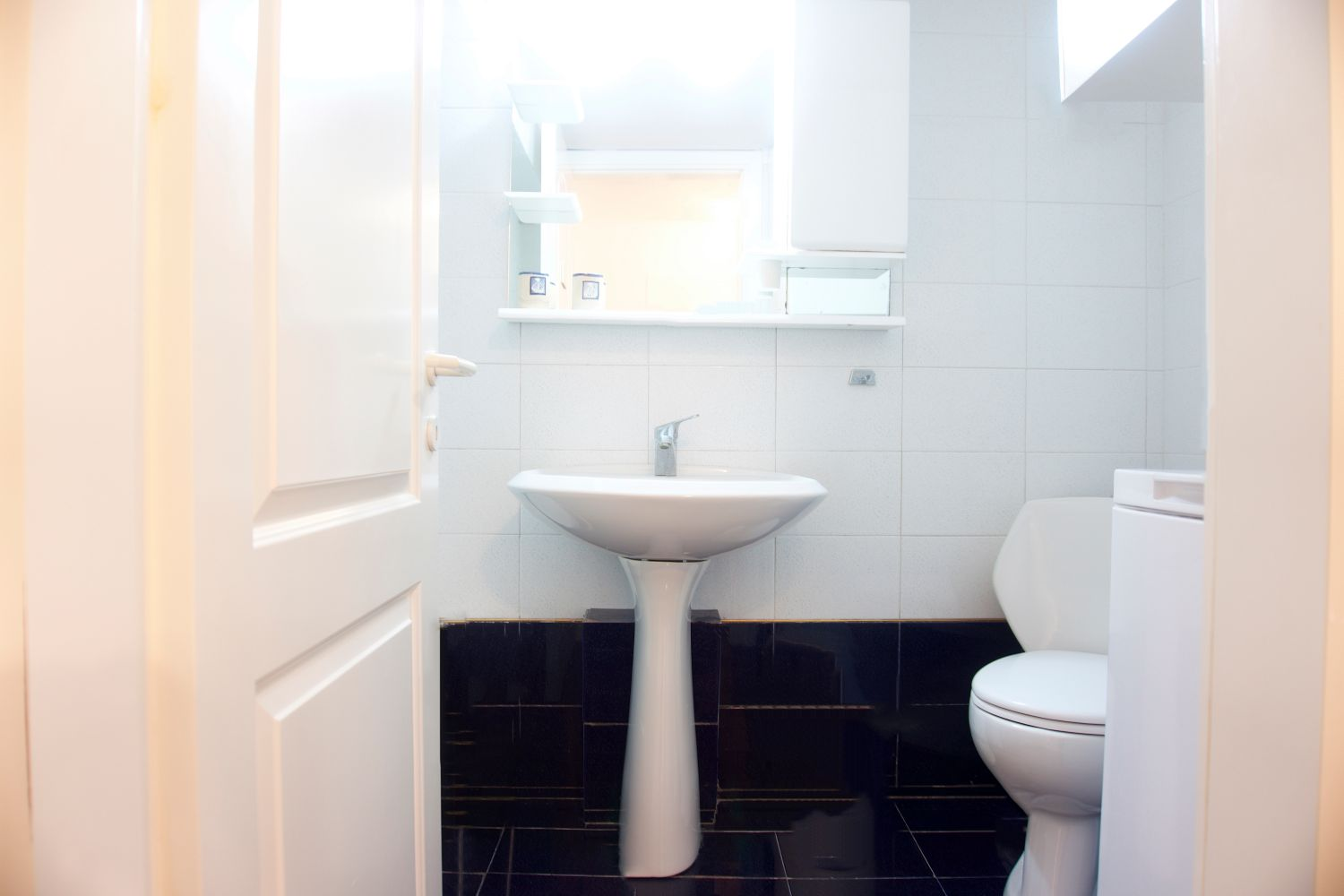 Bathroom 1 with WC