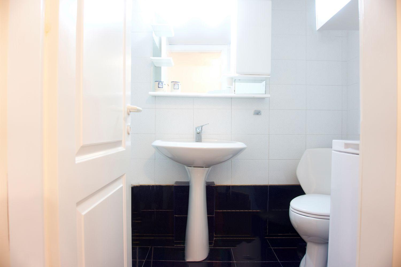 1ο Μπάνιο με τουαλέτα