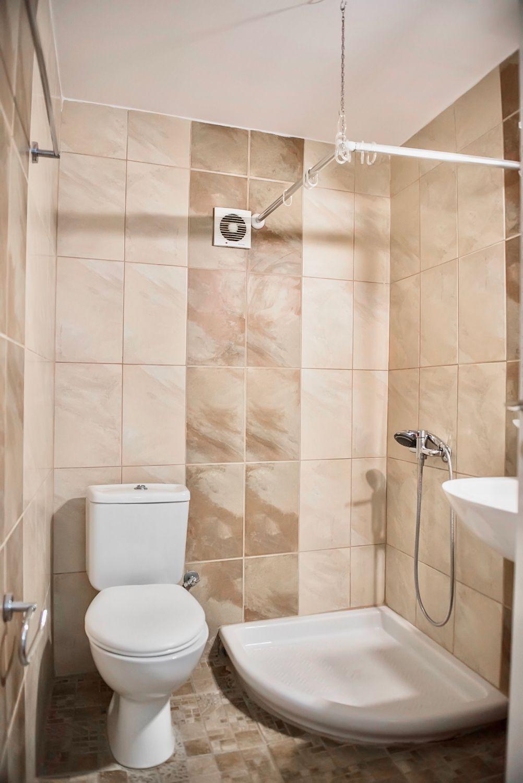 Μπάνιο με WC και Ντους