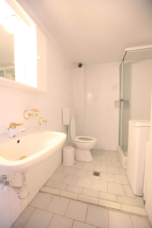 August Μπάνιο 1 με ντους και τουαλέτα WC
