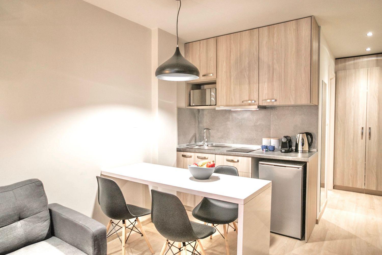 Στούντιο D τραπεζαρία και μικρή κουζίνα