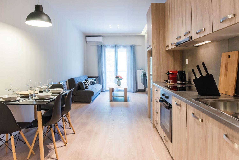 Είσοδος, κουζίνα/τραπεζαρία και σαλόνι