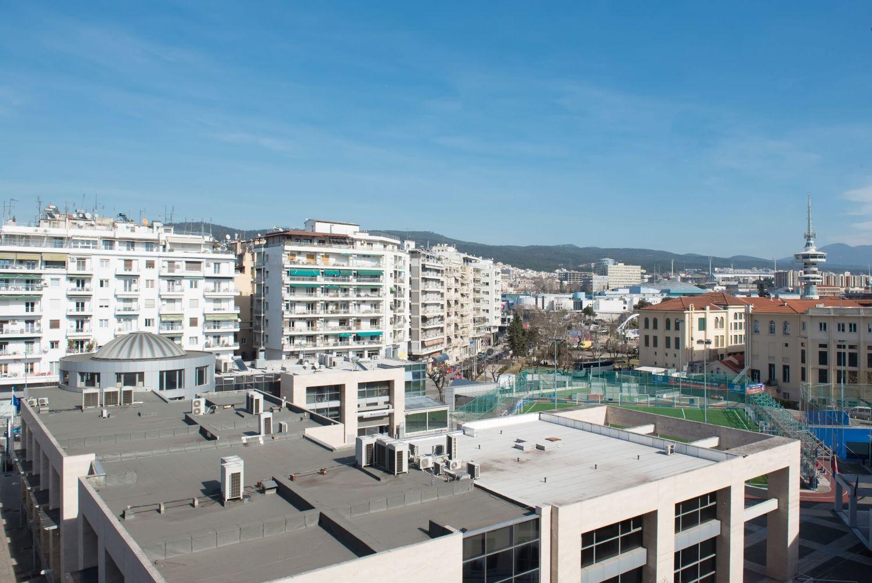 Balcony Sea, City & Landmark View