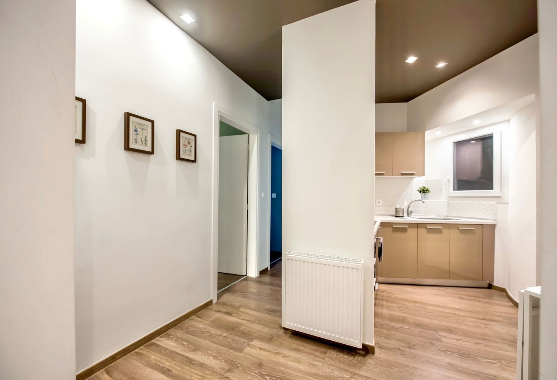 Διάδρομος πίσω από την κουζίνα