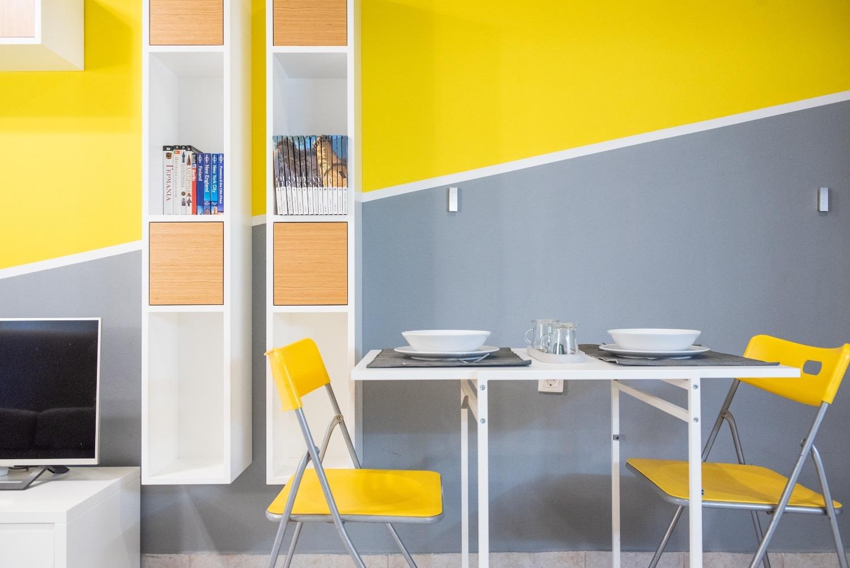 Τραπεζαρία & χώρος εργασίας με τηλεόραση NETFLIX