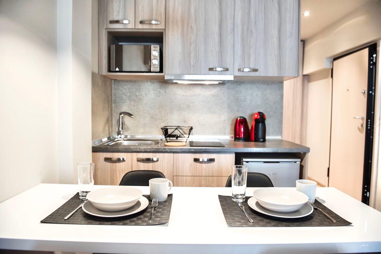 Στούντιο B τραπεζαρία και μικρή κουζίνα