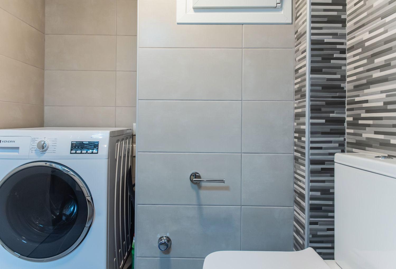 Bathroom with shower & washing machine