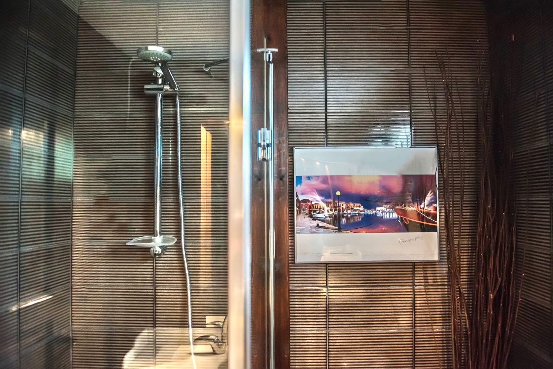 1ο Μπάνιο με ντους και WC