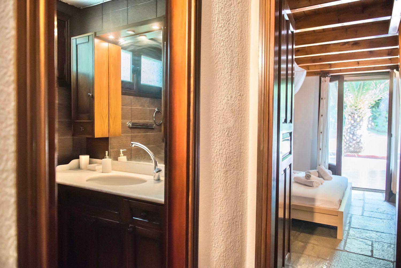 1ο Μπάνιο και 1ο υπνοδωμάτιο