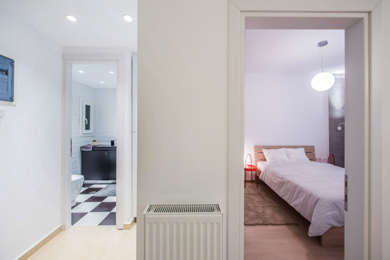 Μπάνιο και υπνοδωμάτιο διαμερίσματος