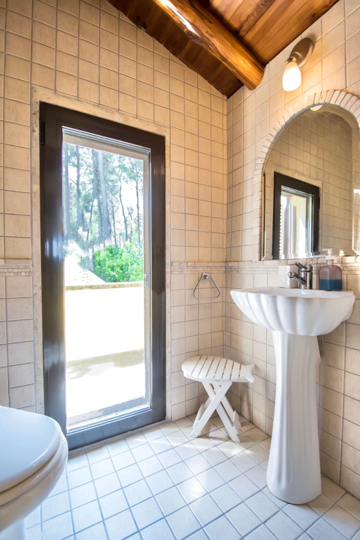 Μπάνιο με ντους και WC