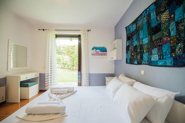 Bedroom 2 with 1 Queen Size Bed