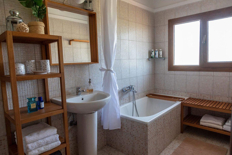 2ο Μπάνιο με μπανιέρα και WC
