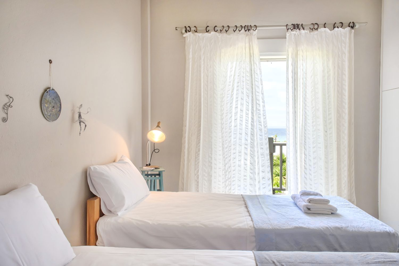 1ο υπνοδωμάτιο με 2 μονά κρεβάτια