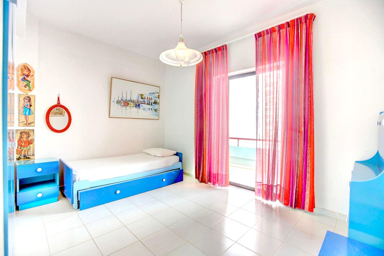 2o Υπνοδωμάτιο με 1 μονό κρεβάτι