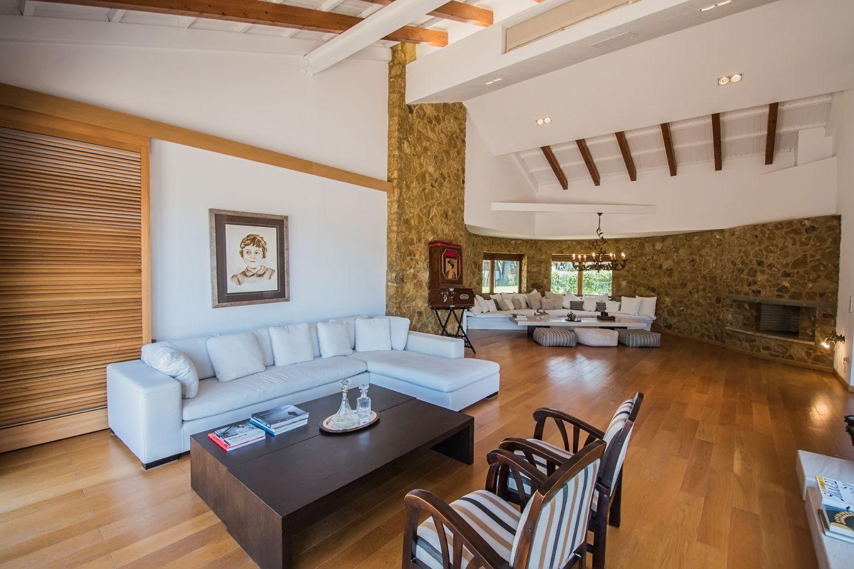Living room Sitting area 1