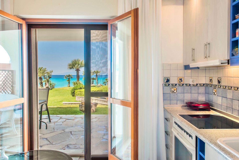 Θέα στη θάλασσα από την κουζίνα