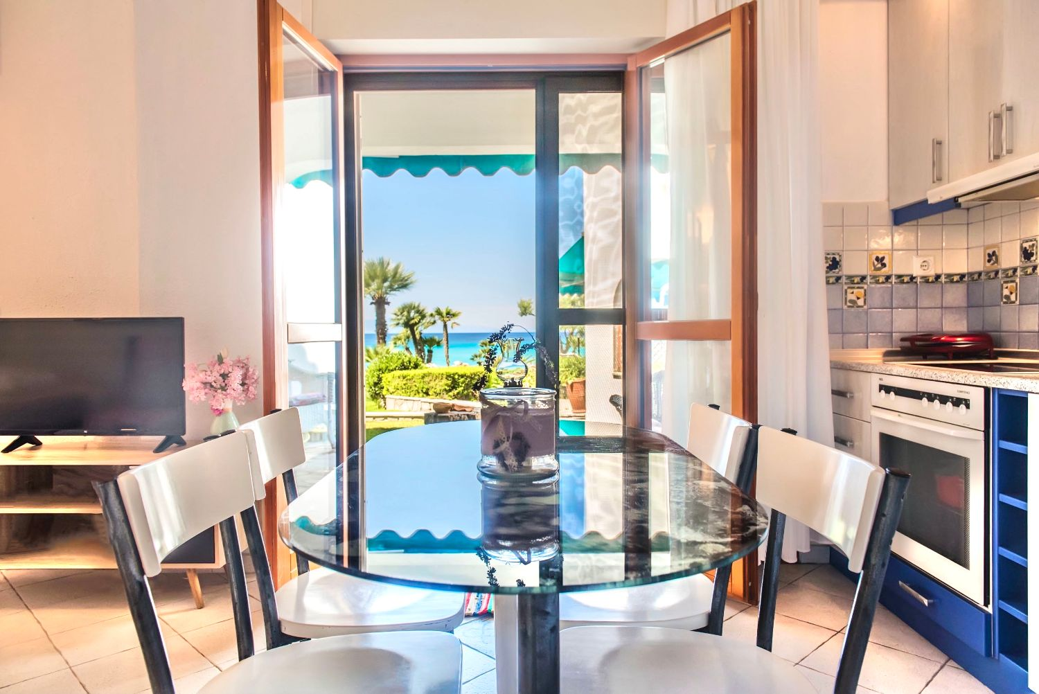 Dining area and sea view