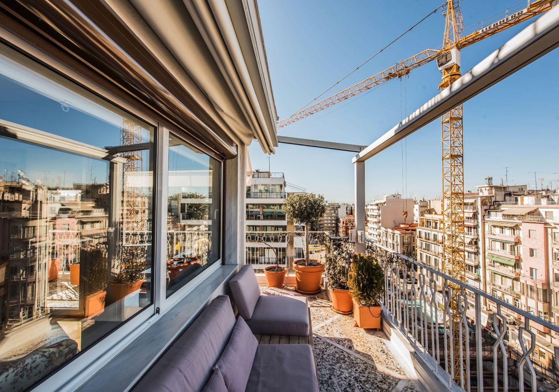 Μπαλκόνι και θέα στην Πόλη