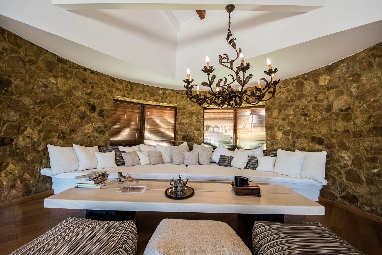 Living room Sitting area 2