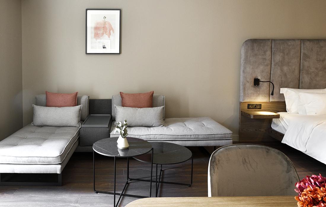 R6 Living Room
