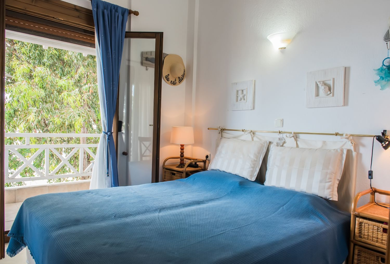 2ο Υπνοδωμάτιο με 1 διπλό κρεβάτι και μπαλκόνι