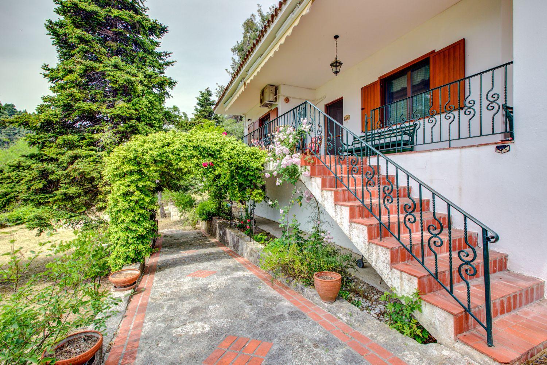 Villa Tulip Garden and Patio