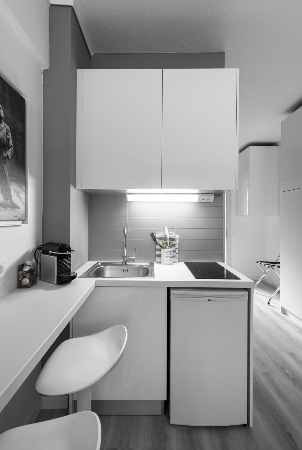 Suite #1, Kitchenette and Dining area