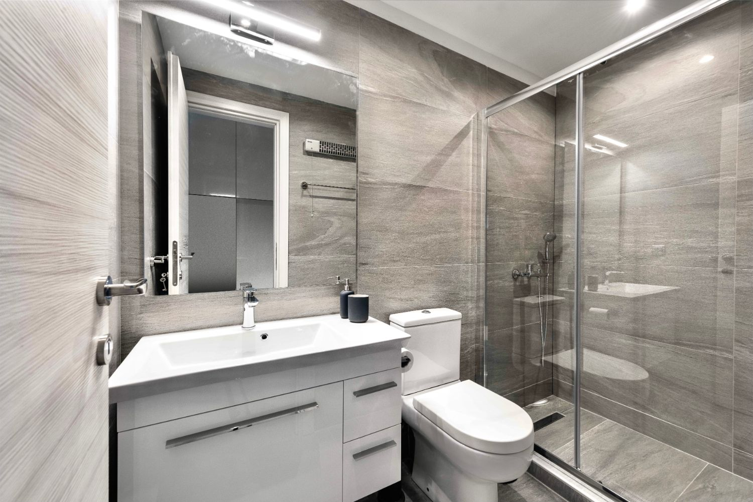 #M Suite Bathroom with WC and Shower