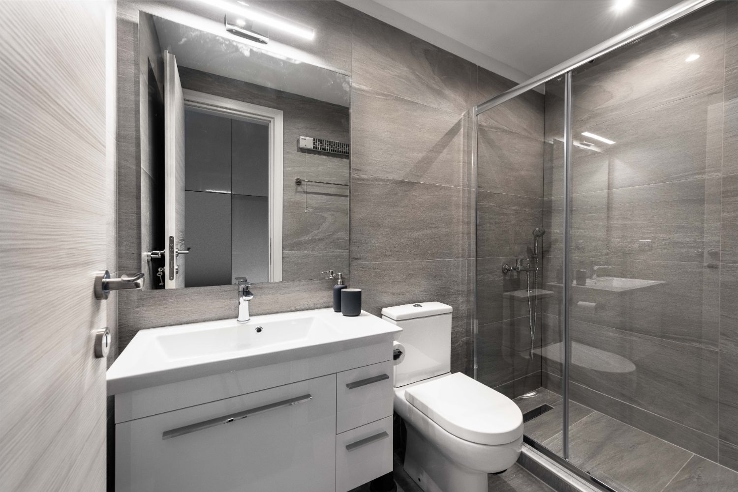 Suite #1, Bathroom with Shower and WC
