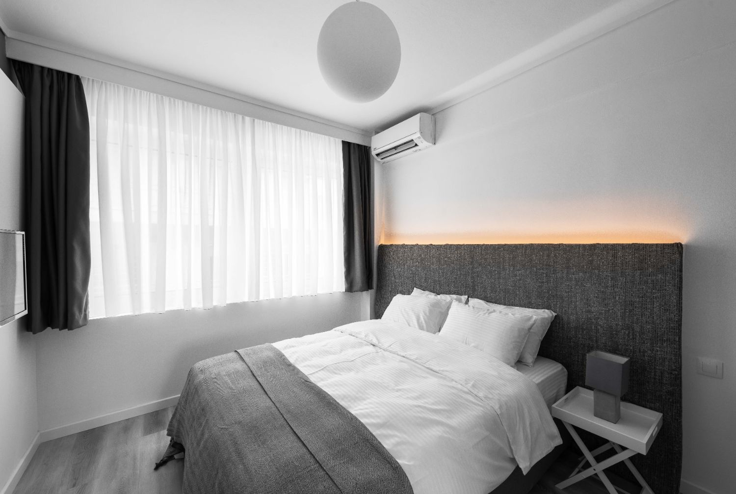 Suite #2, Bedroom area with 1 double bed