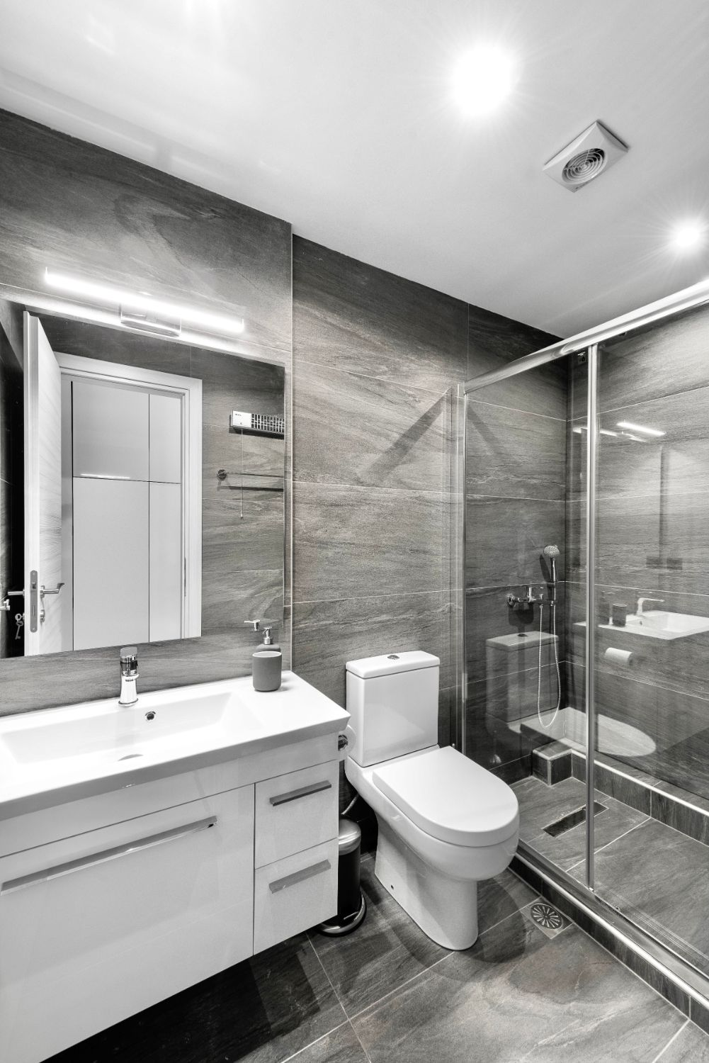 #F Suite Bathroom with WC and Shower