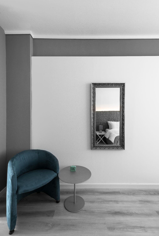 Suite #2, Living area