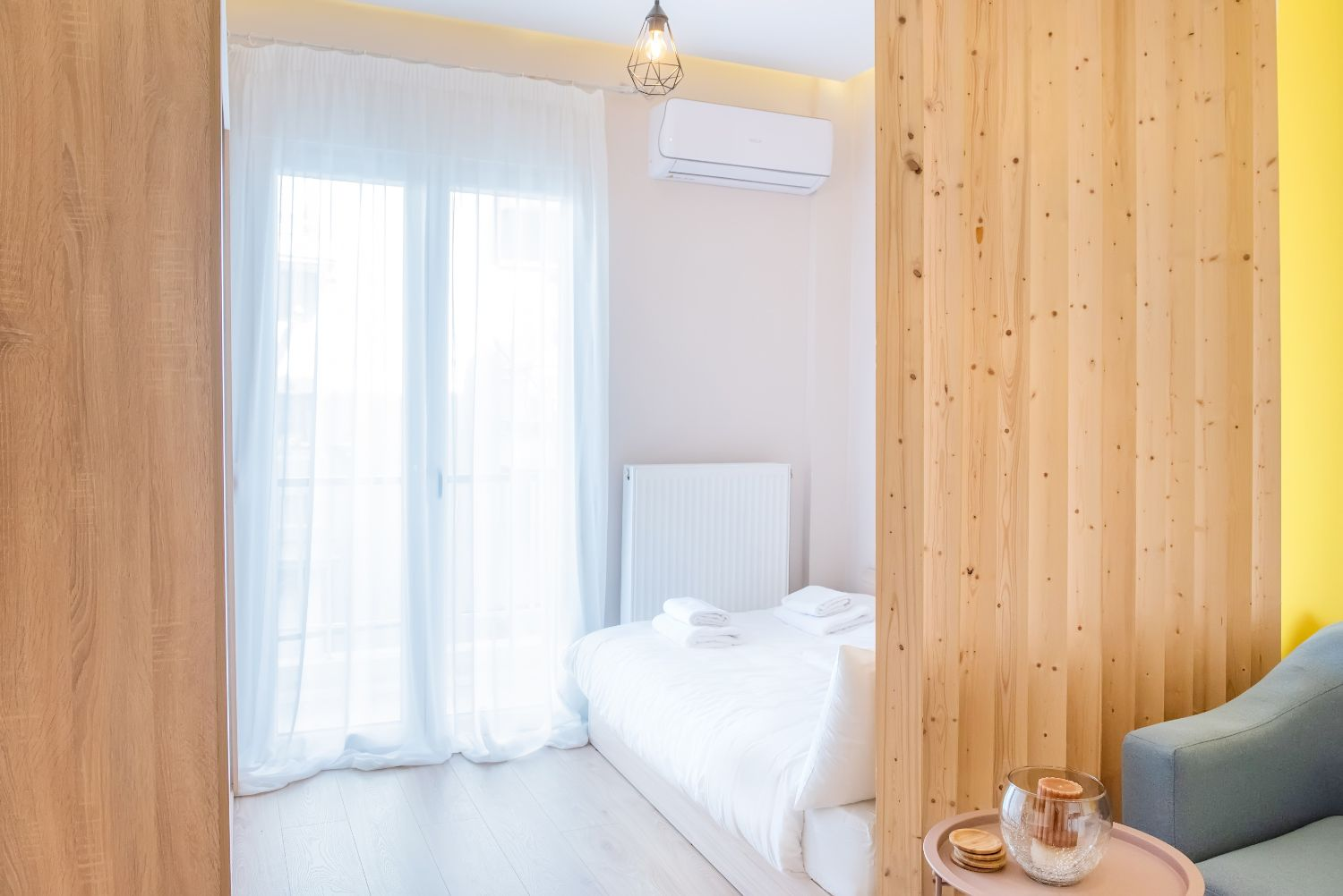 Bedroom area with 1 double bed