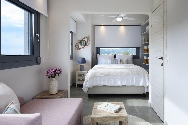 Bedroom 1 with 1 Queen bed