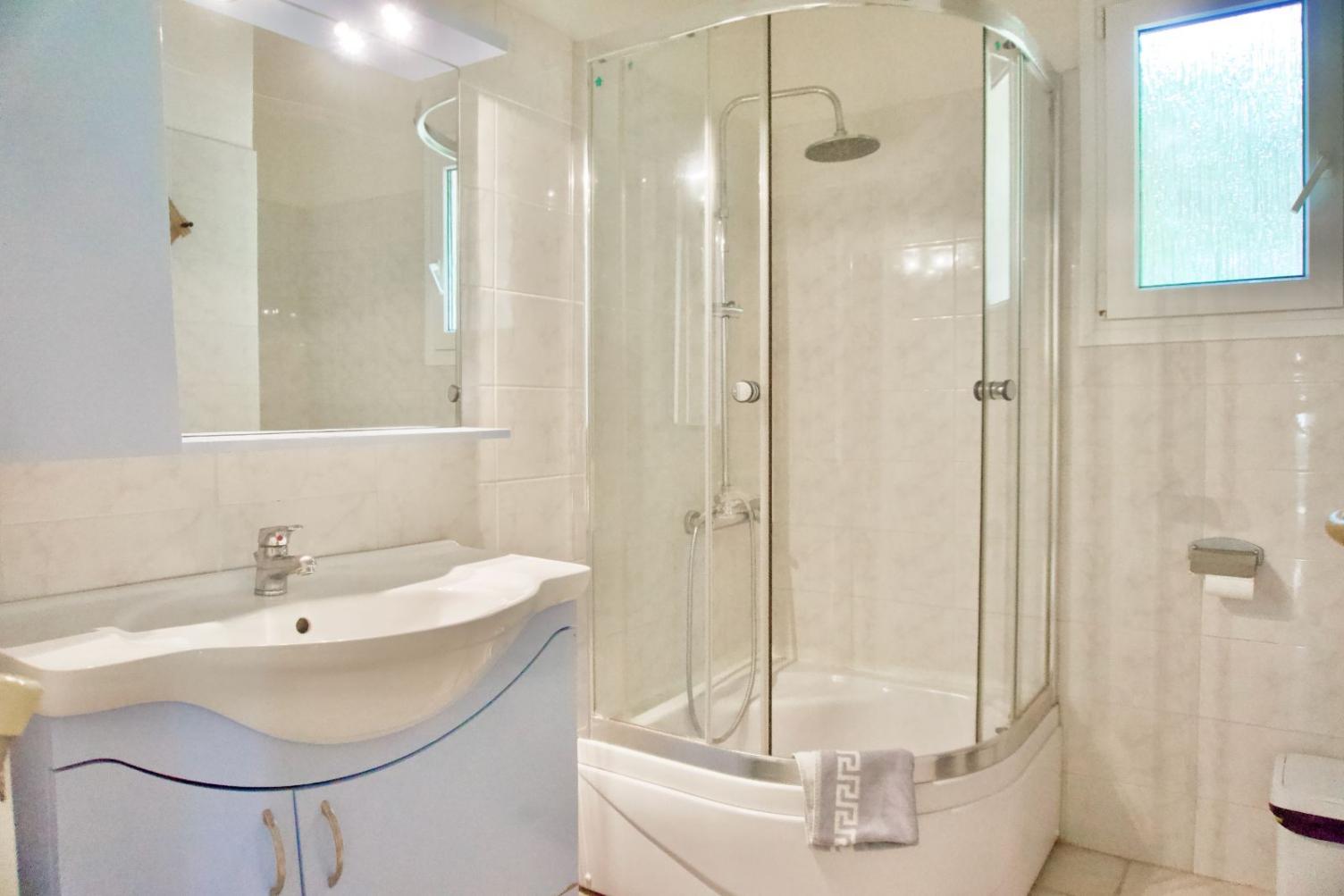 Μπάνιο με ντους
