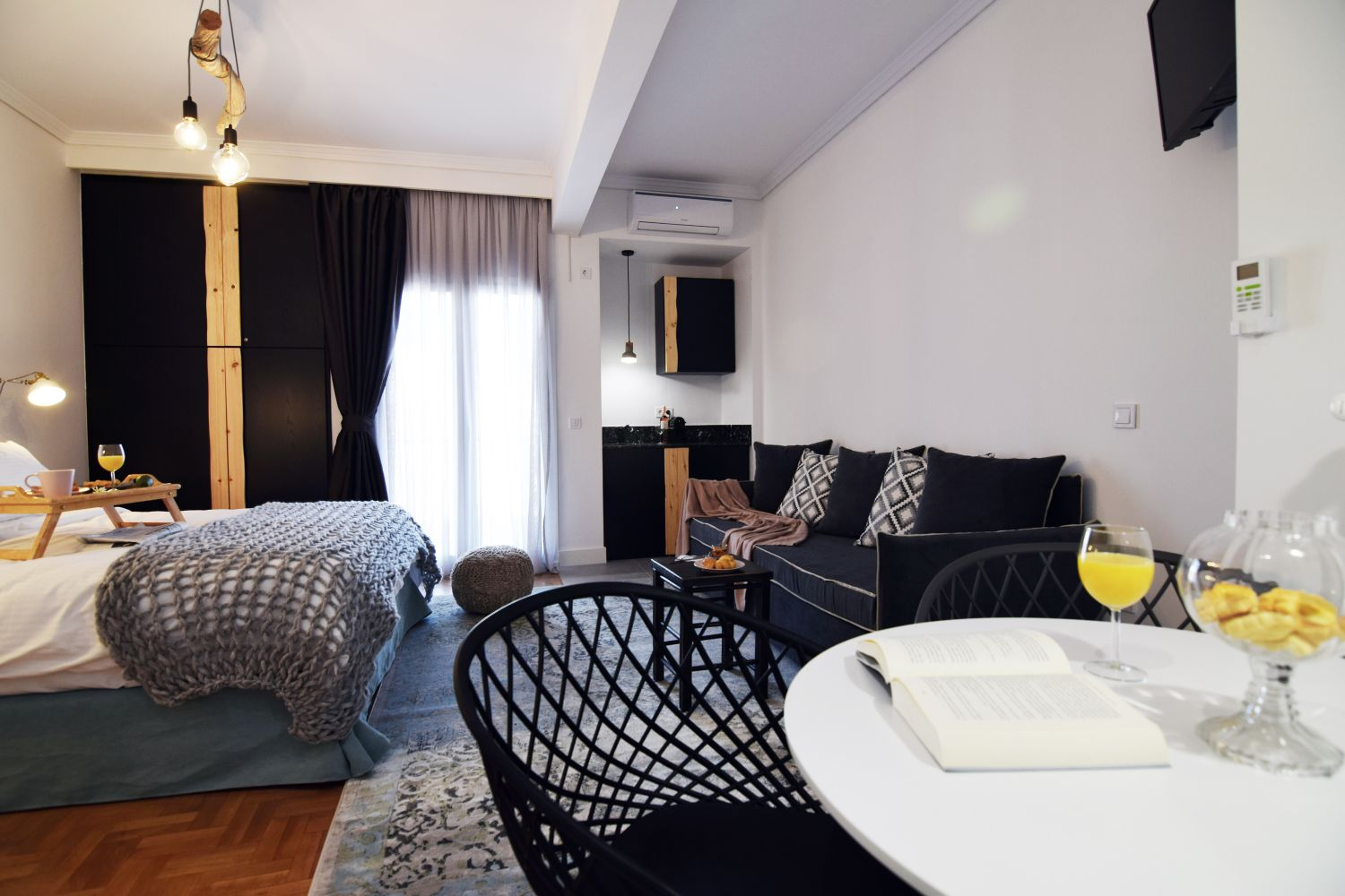 803 Living area with 1 double bed and 1 sofa bed