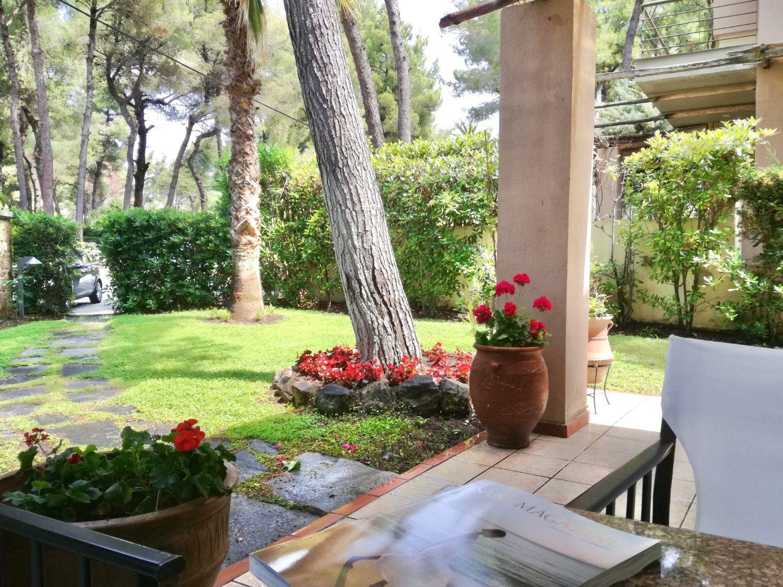 Υπαίθριο καθιστικό και θέα στον κήπο