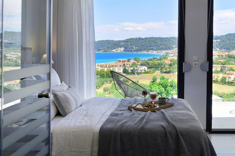 Υπνοδωμάτιο με κρεβάτι Queen και θέα