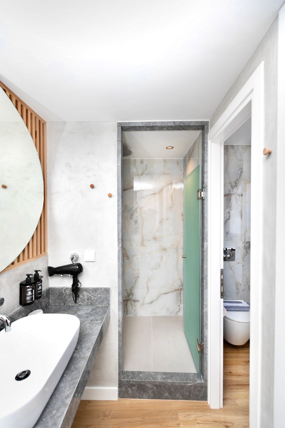 #707 Bathroom with WC and Shower