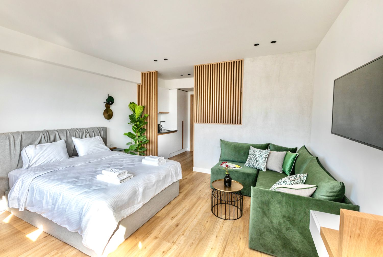 #706 Double Bed and Sitting Area