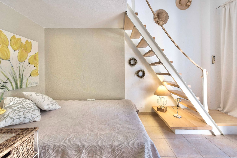Bedroom under mezzanine with 1 single bed