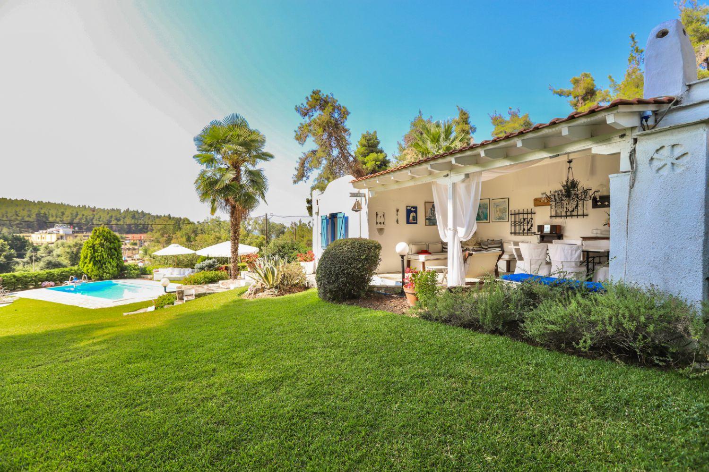Villa Ammos and garden