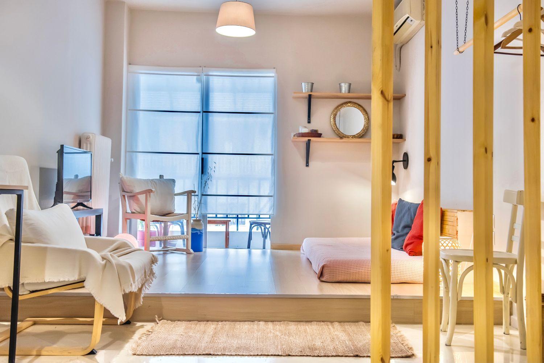 Σαλόνι: 1 μονό κρεβάτι