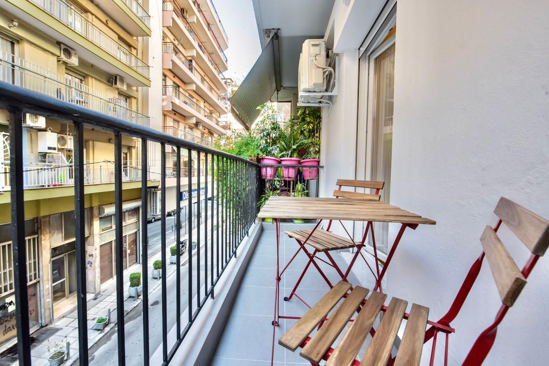 Μπαλκόνι με θέα στο Δρόμο