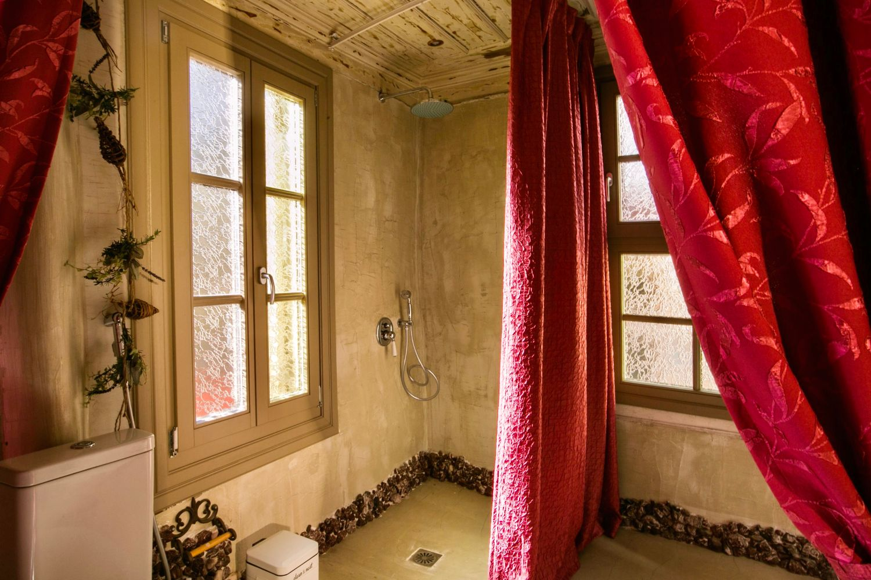 Ottoman Grande: Bathroom 1 with shower